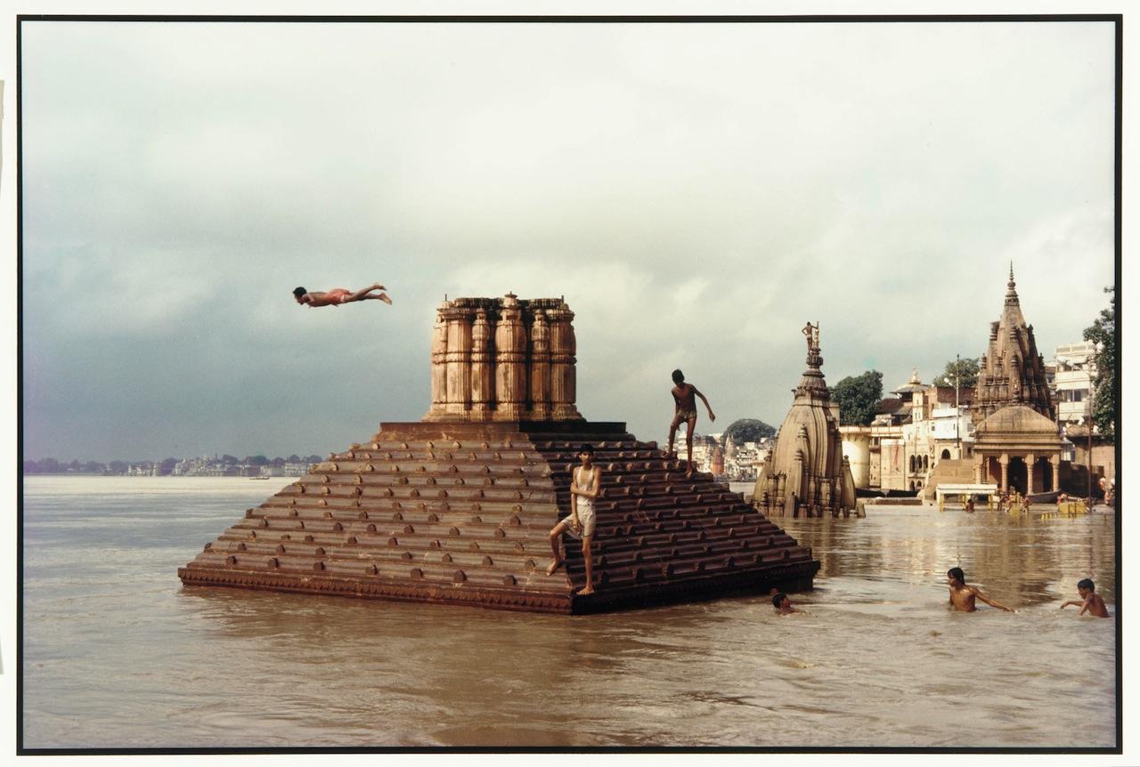 Swimmers and Diver, Scindia Ghat Raghubir Singh Varanasi, India; 1985 Chromogenic print on Kodak Ektacolor paper Gift of the Artist Arthur M. Sackler Gallery, S1993.39.8