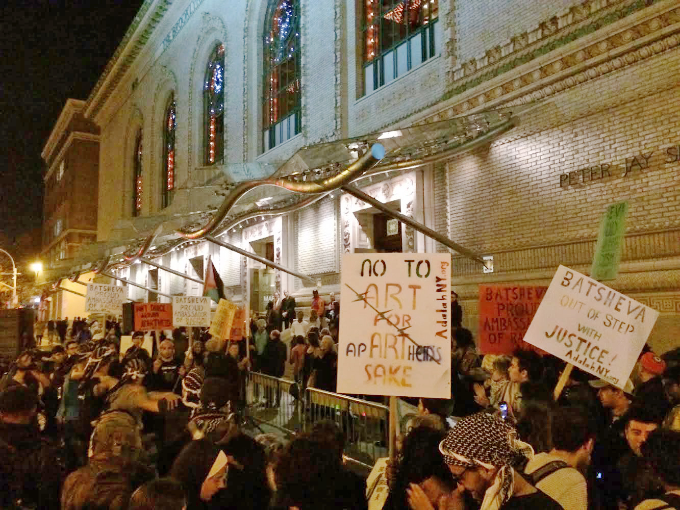 November 13 Boycott, Divestment, and Sanctions protest outside the premiere of Batsheva Dance Company's 'Sadeh21' at BAM (photo by the author for Hyperallergic)