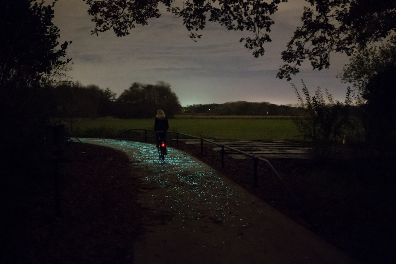 Van Gogh Bicycle Path (courtesy Daan Roosegaarde & Heijmans)