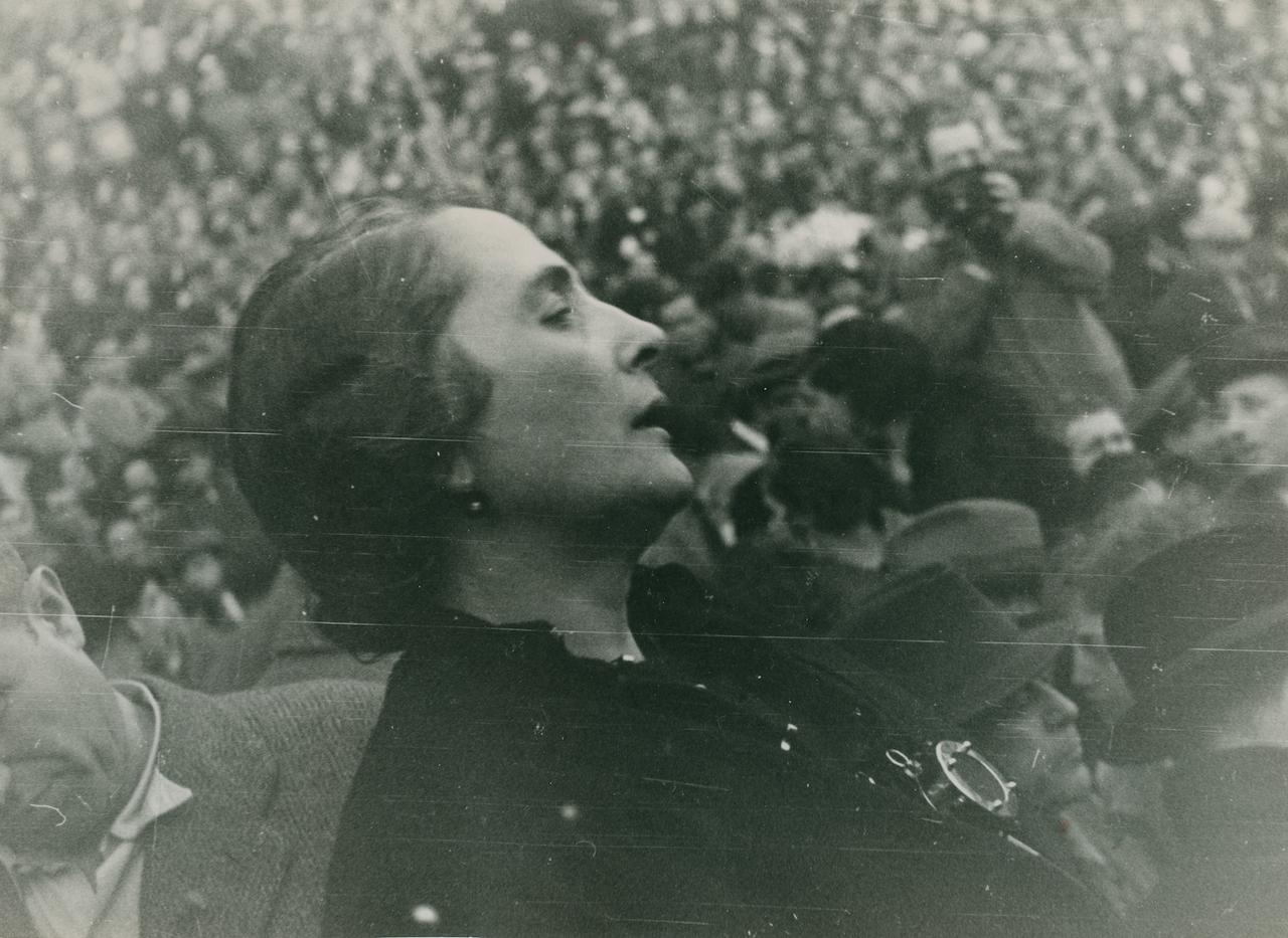 Anonymous photographer - La Pasionaria, Dolores Ibarruri - Spanish War, 1936