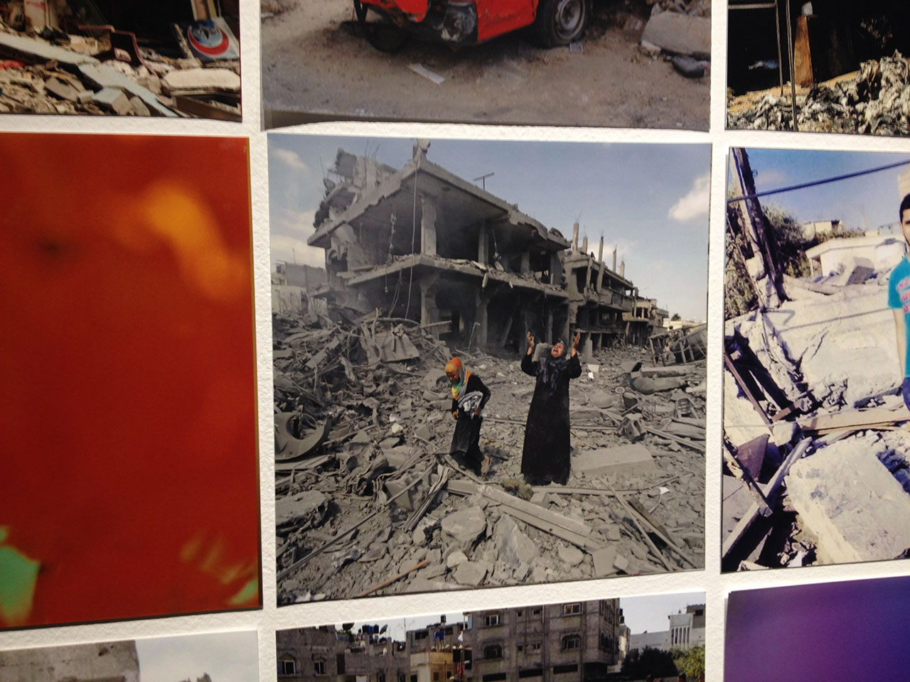 "Rehab Nazzal, ""Frames from Gaza"" (detail), 1,500 photographs, 15.24 x 15.24 cm each (photo by the author for Hyperallergic) (click to enlarge)"