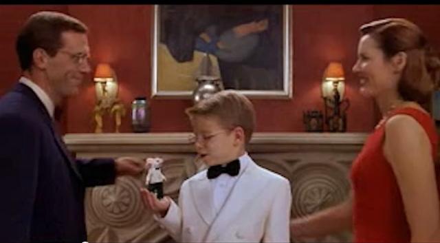 "Róbert Berény's ""Sleeping Lady with Black Vase"" in the background of the 1999 Hollywood movie 'Stuart Little' (screenshot via YouTube)"