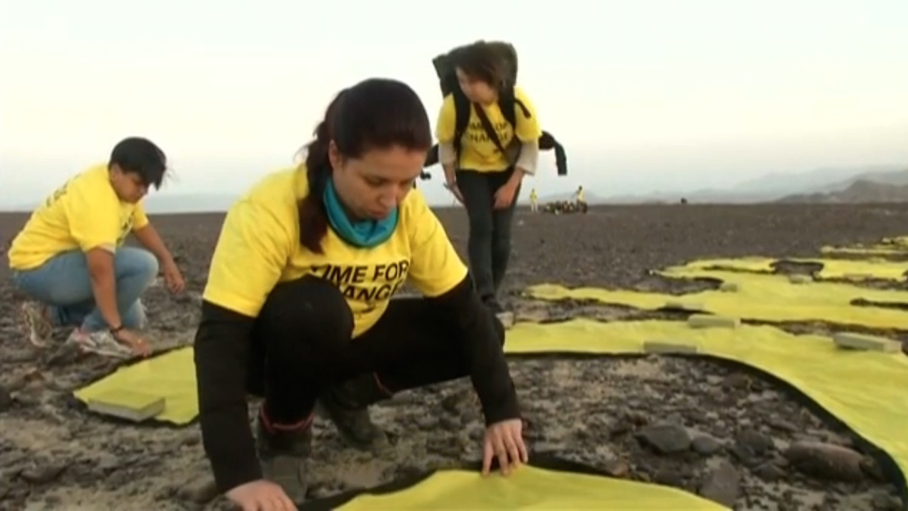 Greenpeace activists creating their protest message near the Nazca lines (screenshot of Guardian video by the author)