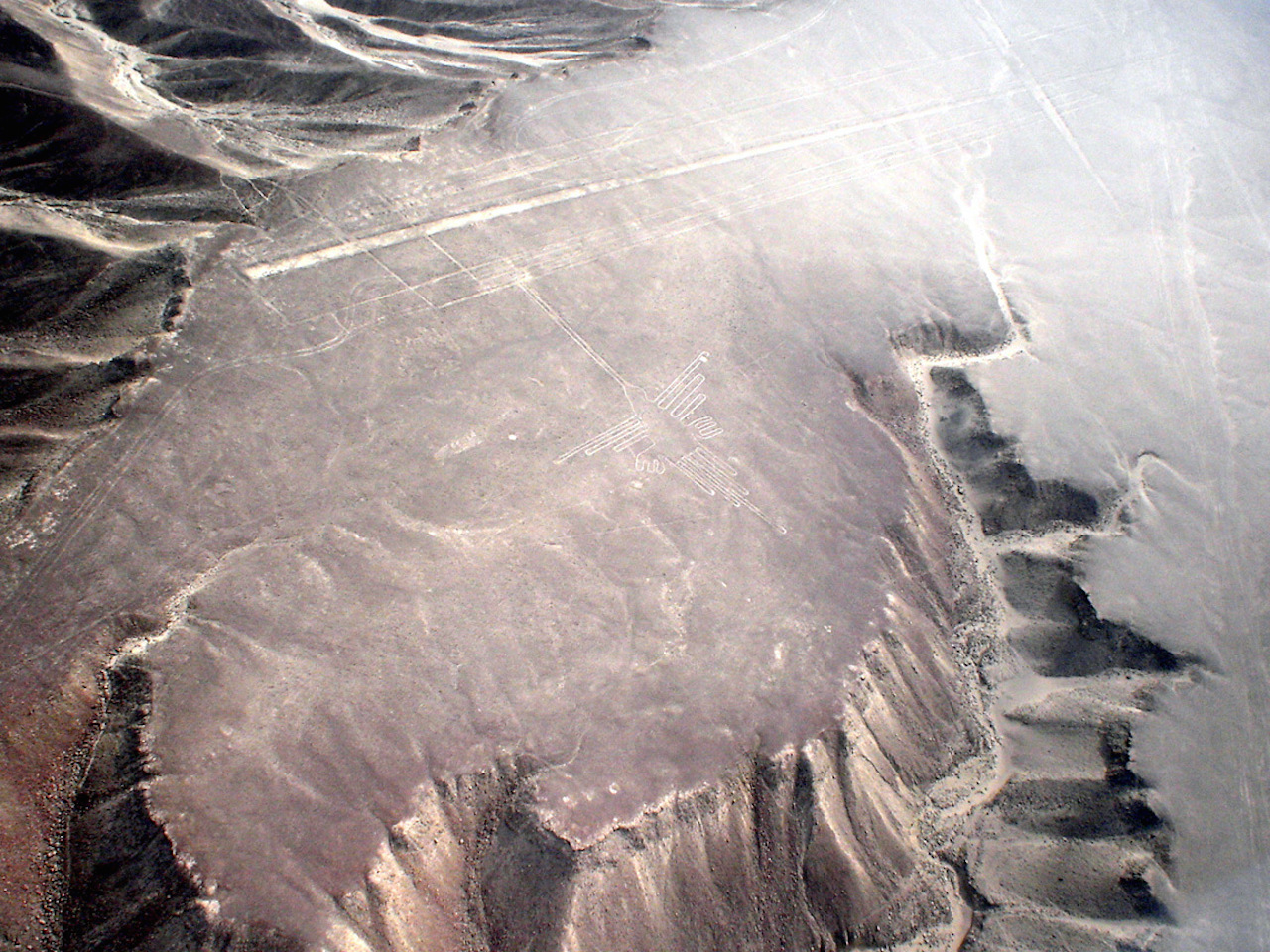 """Aerial view of the """"Hummingbird"""" formation at the Nazca lines site in southern Peru (photo by Martin St-Amant via Wikimedia Commons)"""