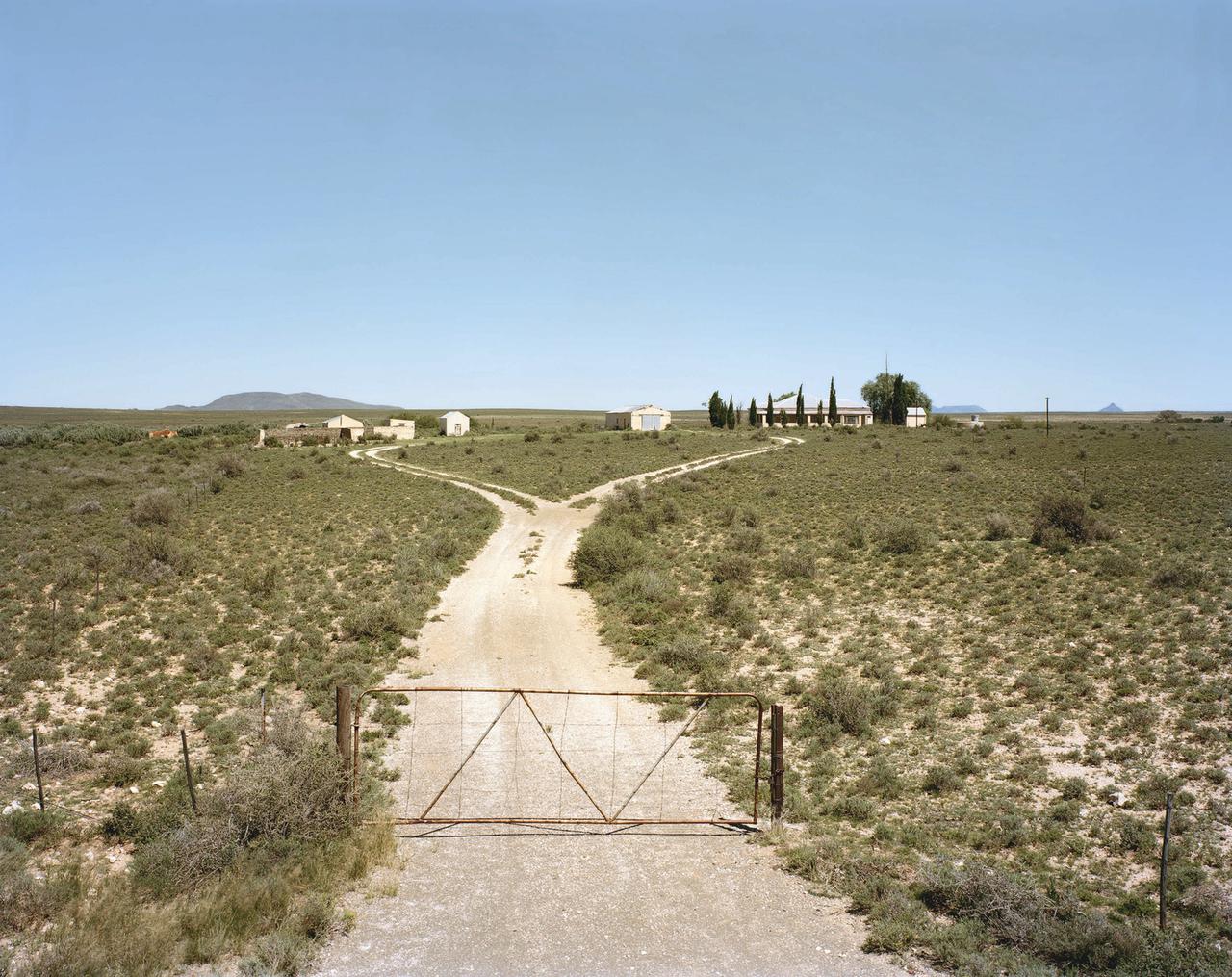David Goldblatt, Deserted farm, Holgartsfontein, near Vosburg, Northern Cape. 16. March 2008 (all photographs courtesy the artist and Steidl)