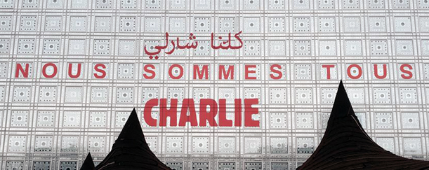 """""""Nous sommes tous Charlie"""" (We are all Charlie) in Arabic and French on the facade of the Institut du Monde Arabe (image courtesy IMA)"""