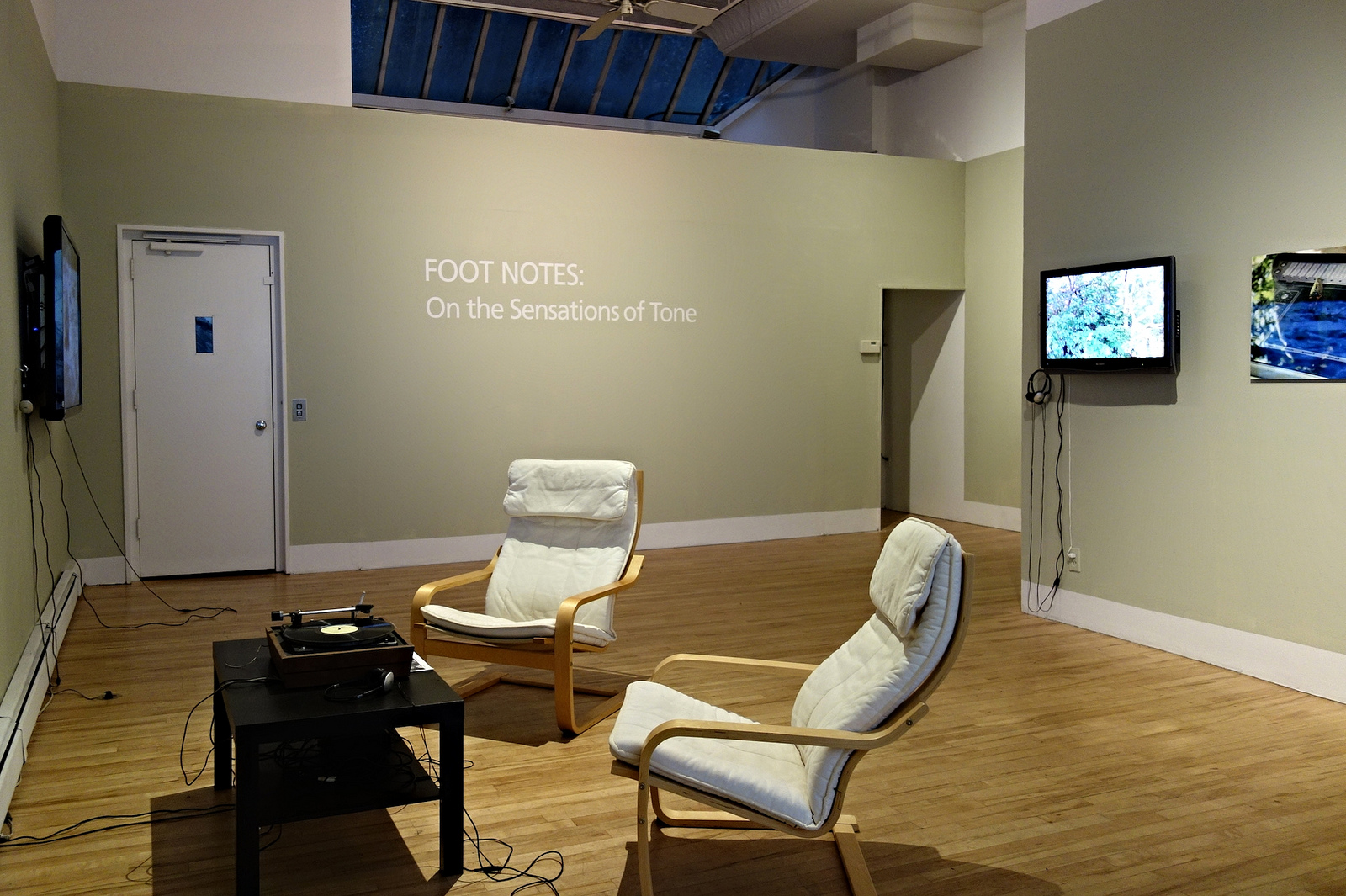 Installation view of 'Foot Notes' (photograph by the author for Hyperallergic)