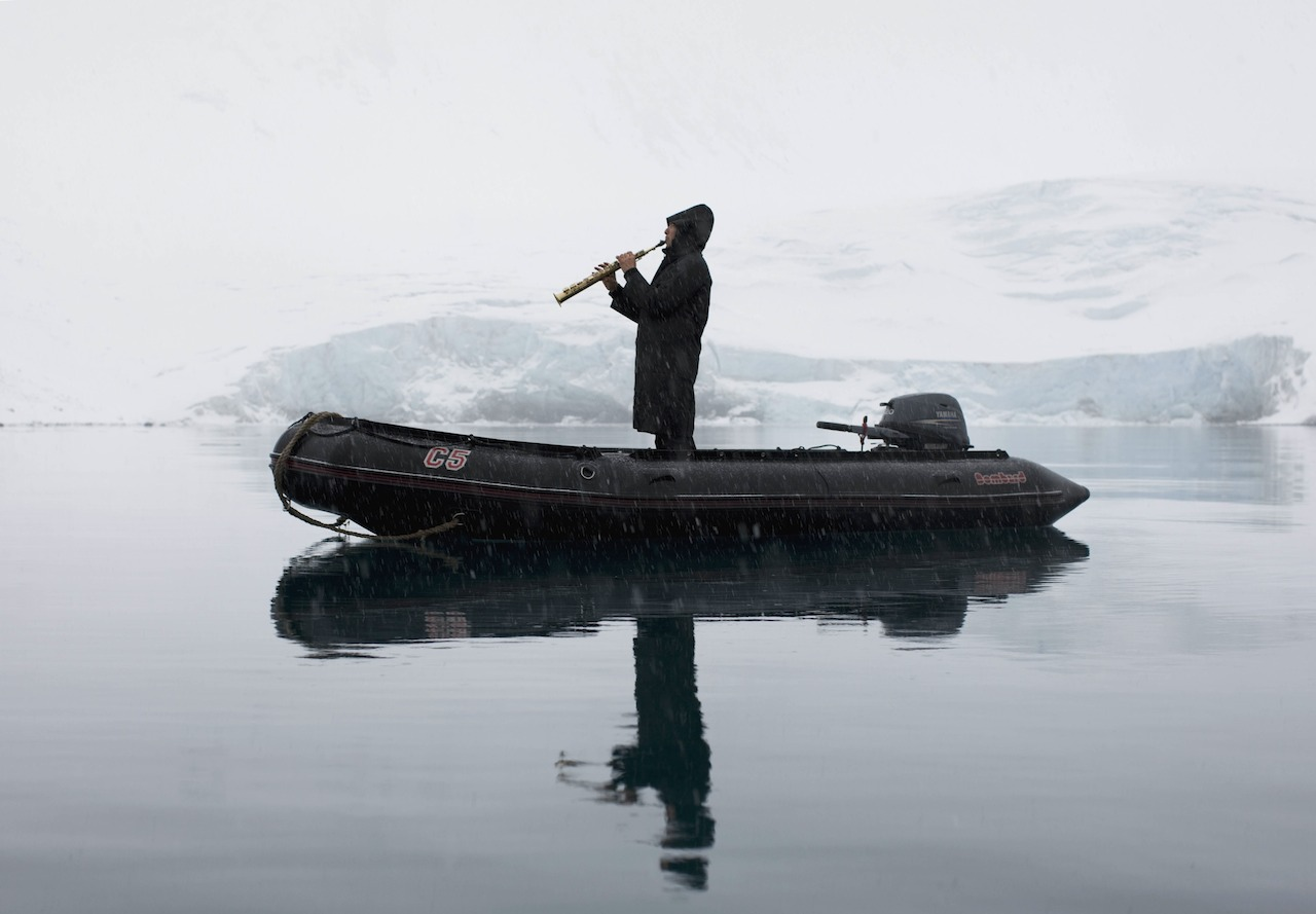 """David Rothenberg, """"In Svalbard, playing to whales"""" (2008), photograph by Andrea Galvani"""