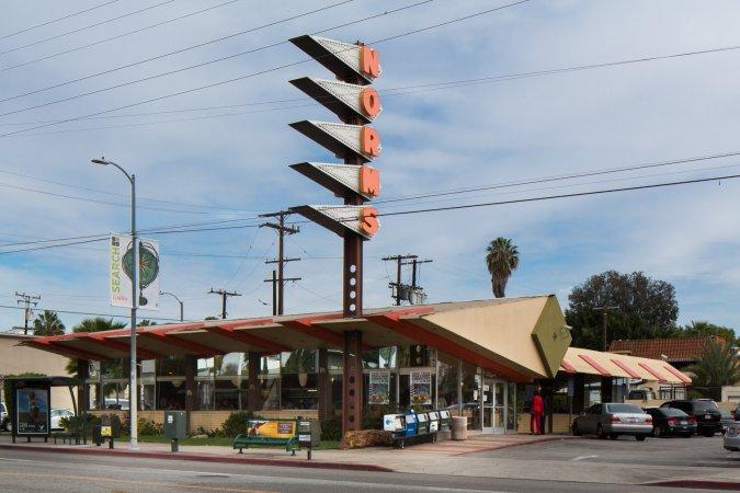 Norms Coffee Shop on La Cienega (via laconservancy.org, photo by Hunter Kerhart)