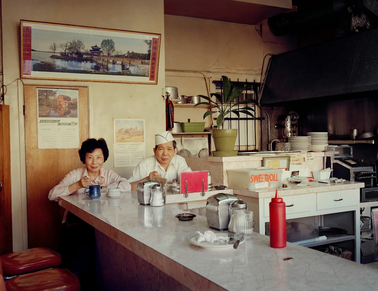 """Janet Delaney, """"Helen and her husband at the Helen Cafe, 480 6th Street"""" (All images courtesy of the De Young Museum)"""