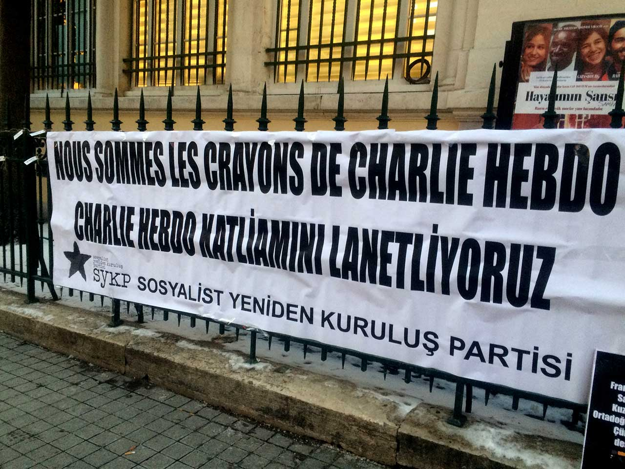 Charlie Hebdo support banner in Taksim, Istanbul (click to enlarge)