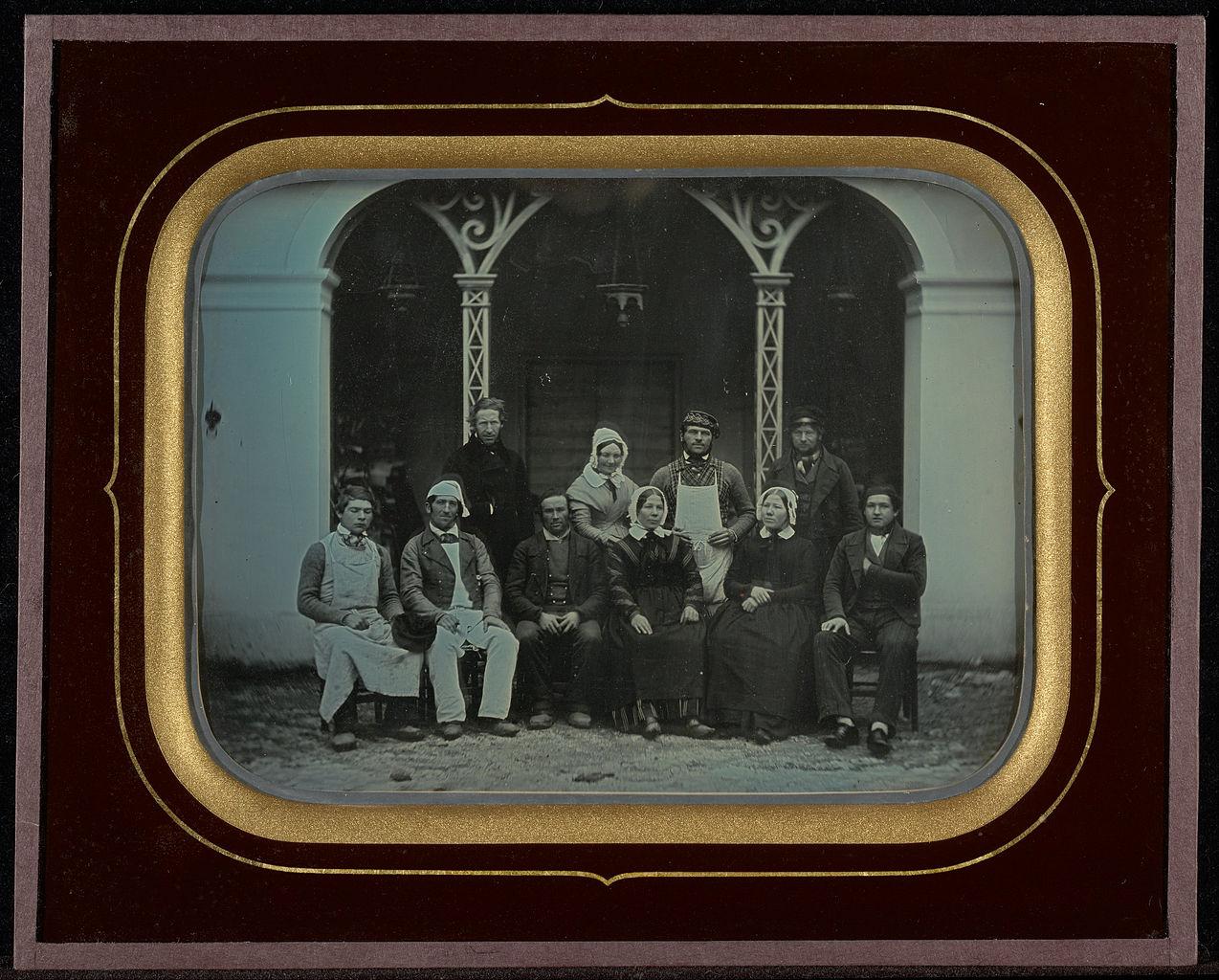 """Jean-Gabriel Eynard, """"Ten Servants"""" (1849), daguerreotype (J. Paul Getty Museum, via Wikimedia)"""
