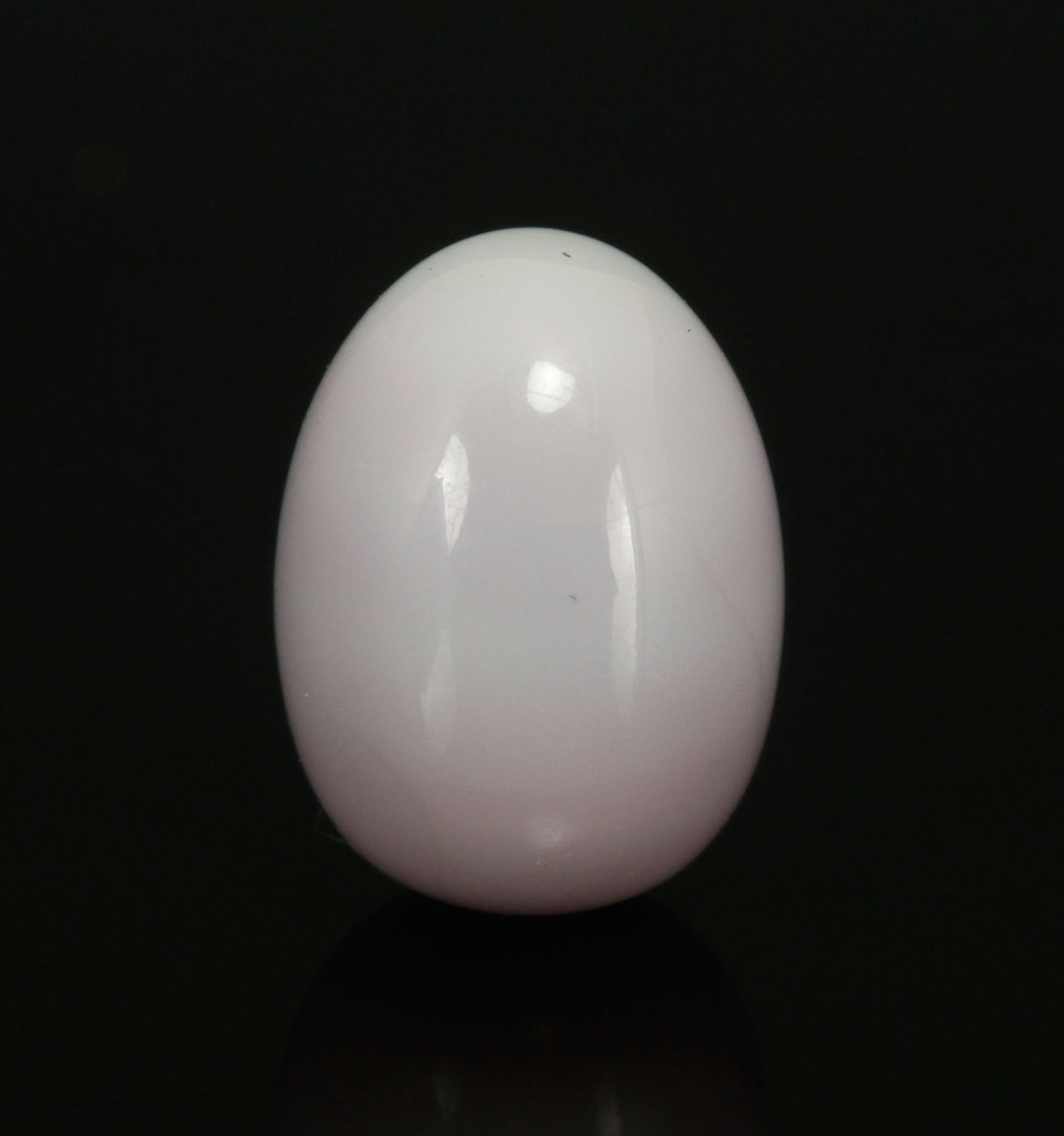 Mike Serino's single lavender quahog pearl is estimated to fetch between $10,000–15,000 at Kaminski Auctions. (photo courtesy Kaminski Auctions)