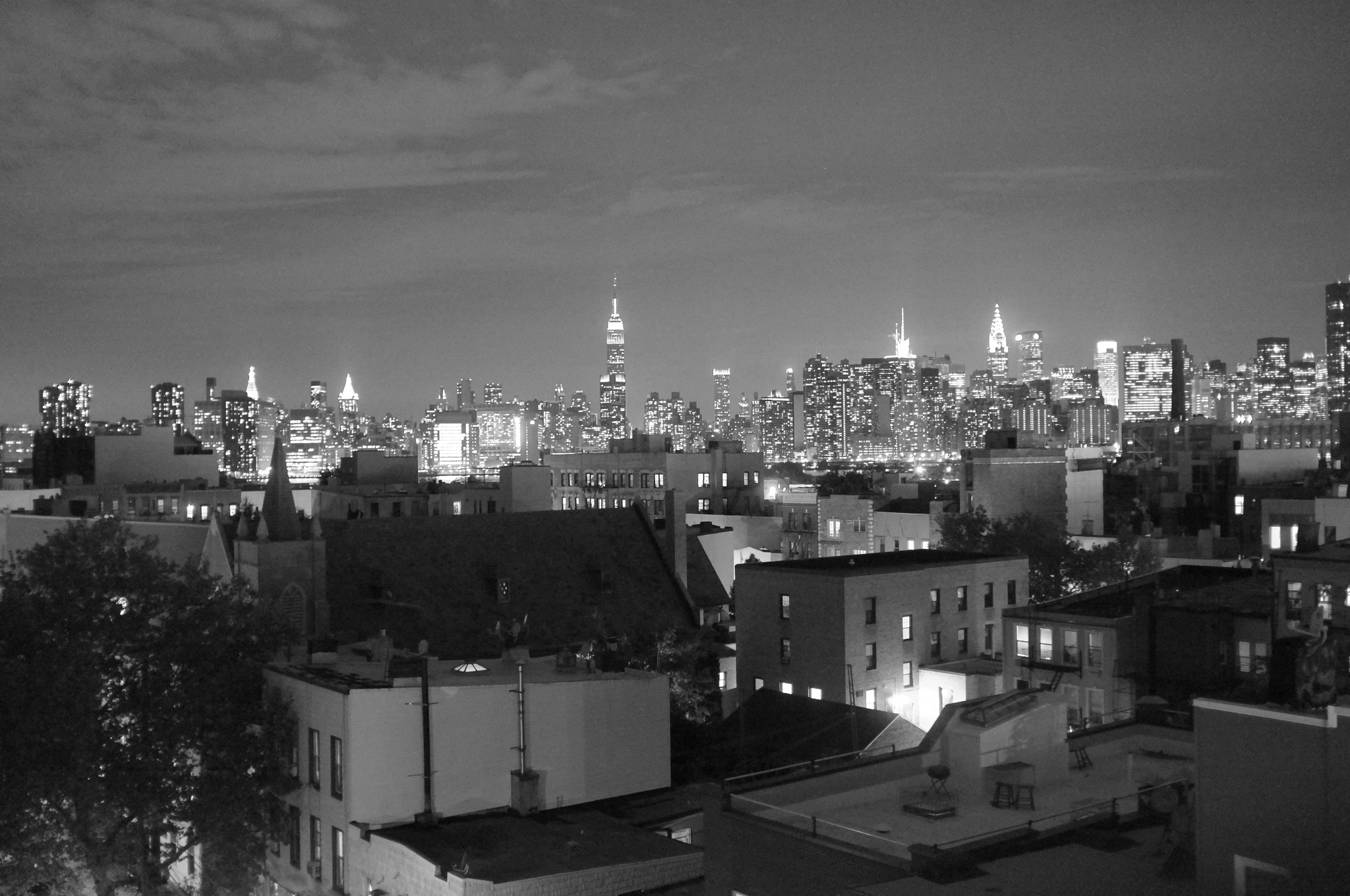 A view of Midtown Manhattan from Greenpoint (via flickr.com/migueloks)