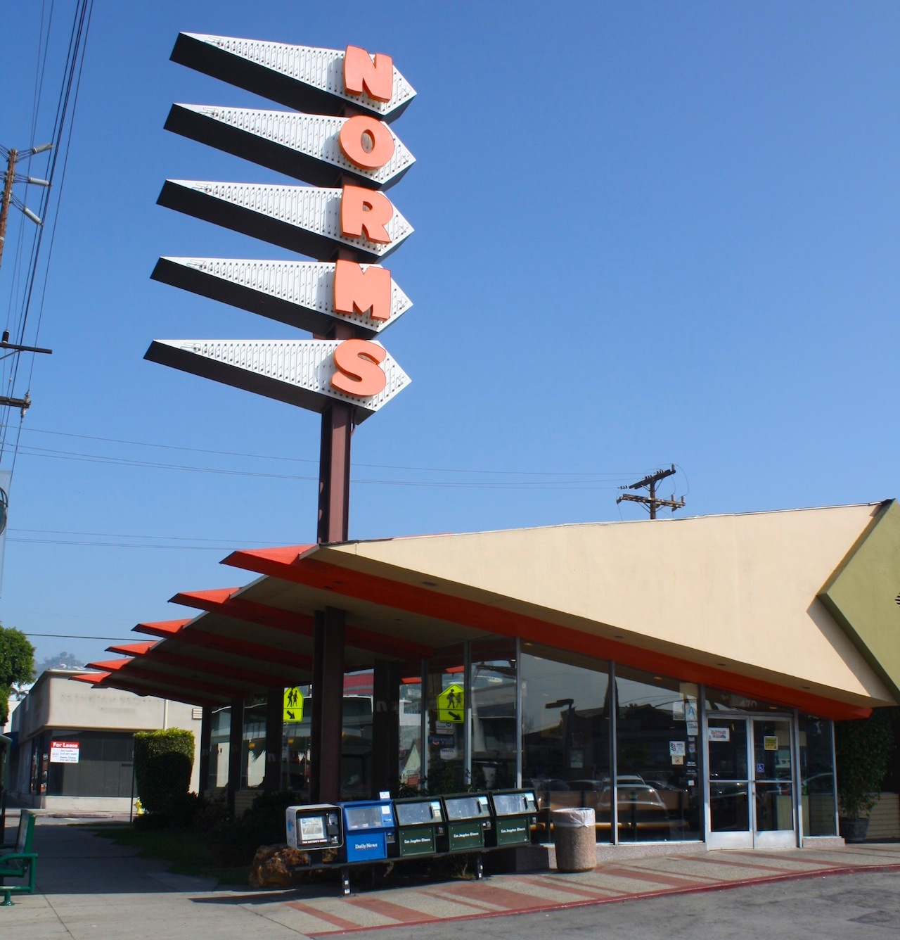 Norms La Cienega (all photos by the author for Hyperallergic)