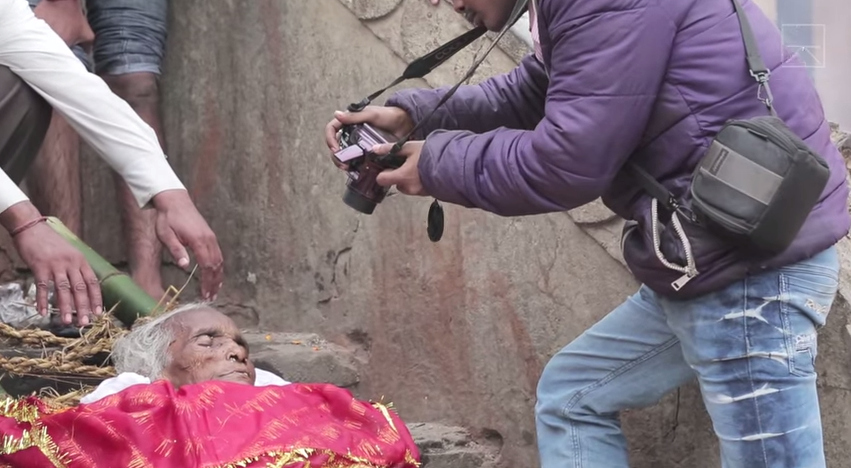 A still from 'Death Photographers,' a short documentary on the photographers for cremations on the Ganges (screenshot by the author via YouTube)