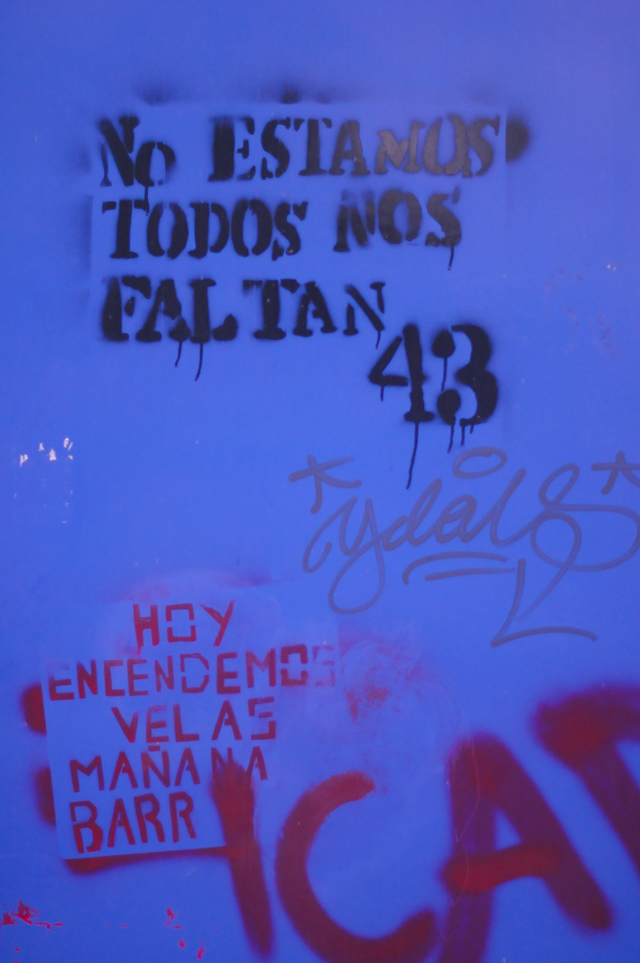 Detail of graffiti on a sculpture by Sebestián at the Museo de Arte Moderno (click to enlarge)