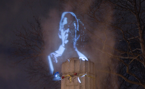 Post image for Rogue Light Artists Revive Brooklyn's Lost Edward Snowden Monument
