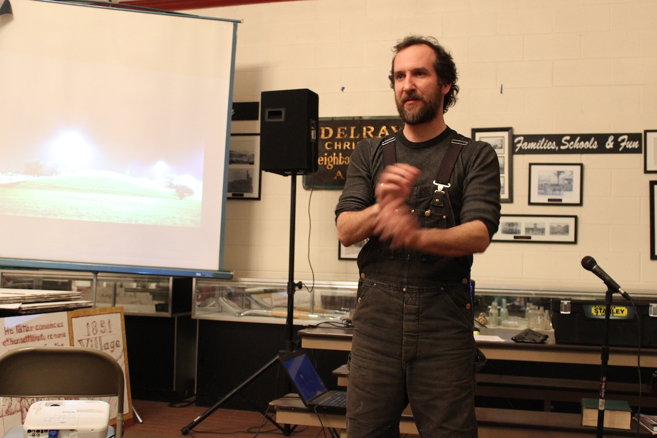 Hocking speaking at Delray Neighborhood House (photo by the author for Hyperallergic) (click to enlarge)