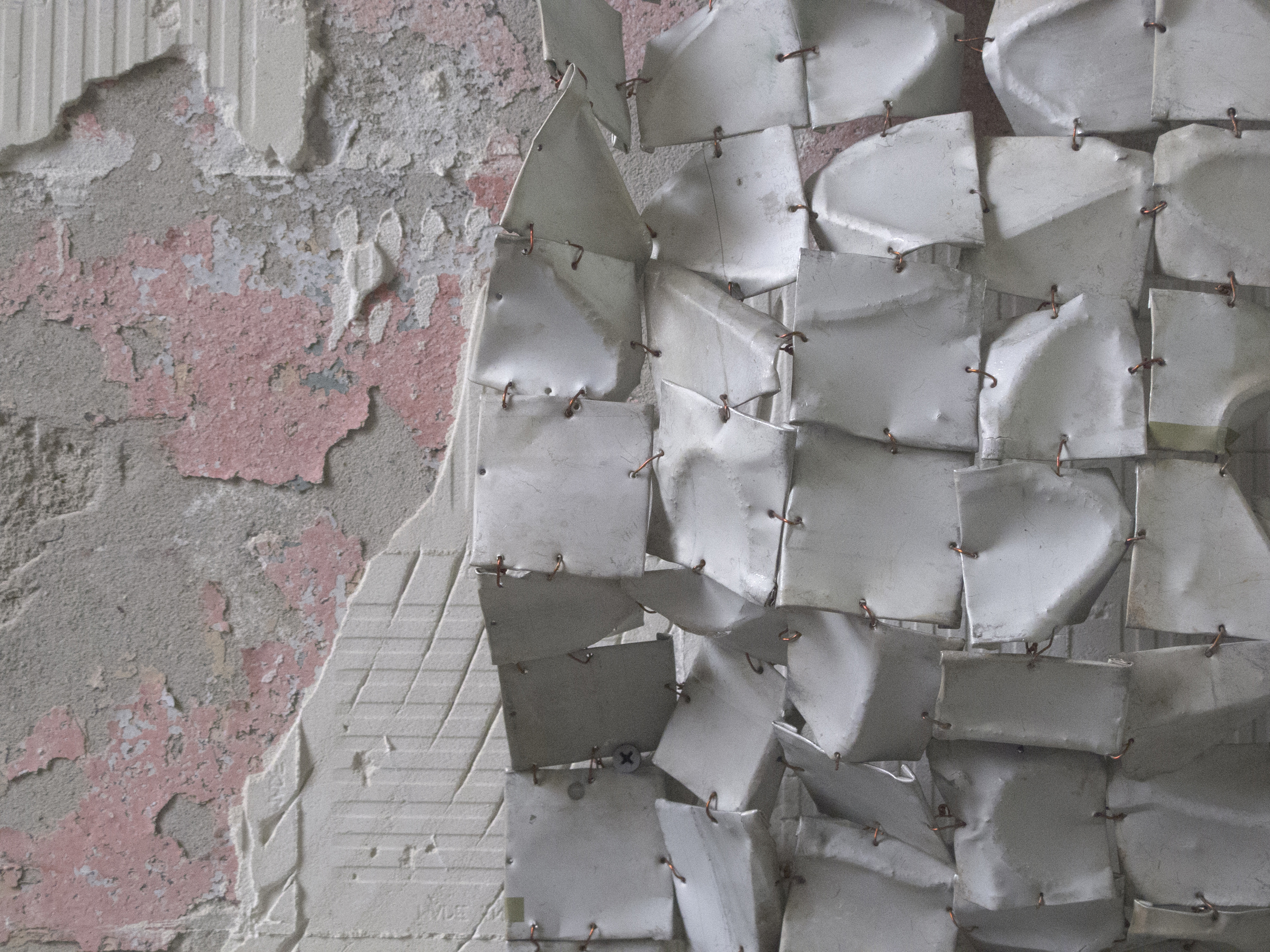 """Detail of El Anatsui's """"Metas I"""" (2014) (photo by the author for Hyperallergic)"""