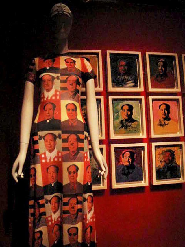 Vivienne Tam, spring/summer collection 1995 designer Zhang Honglu prints of Mao Zedong (1989) , photo by Ellen Pearlman