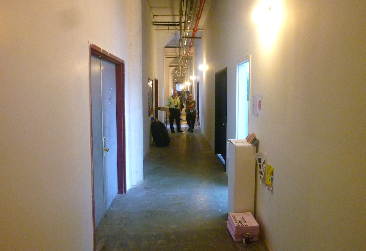 The hallway at 1717 Troutman Street, a major studio building in Ridgewood, during Bushwick Open Studios 2010 (photo by the author for Hyperallergic)