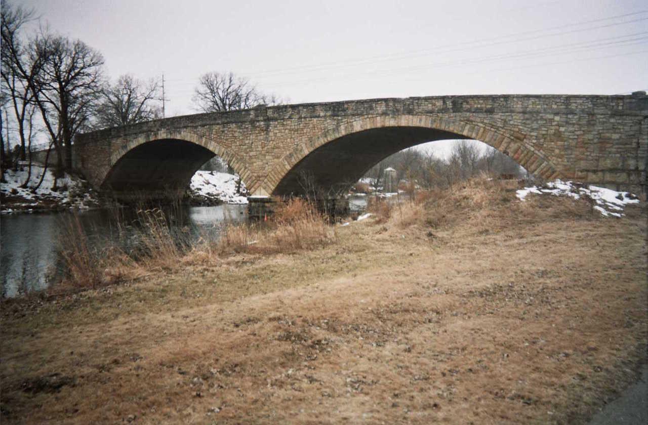 The Roosevelt Bridge in Austin, Minnesota (photo by Hraefen, via Wikimedia Commons)