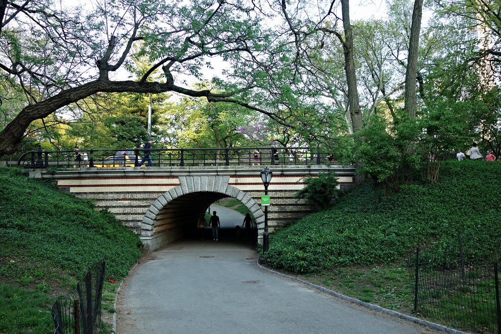 Playmates Arch (photo by the author for Hyperallergic)