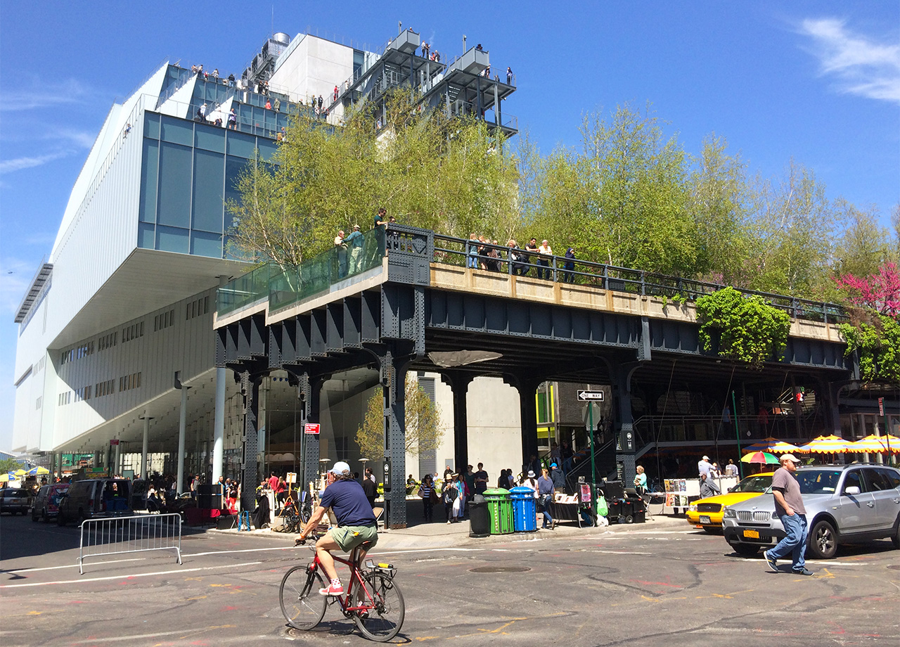 The new Whitney Museum of American Art and the southern tip of the High Line as seen from the intersection of Gansevoort and Washington streets (all photos by the author for Hyperallergic)