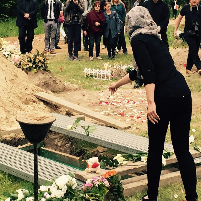 Burial in Berlin of a Syrian refugee and her daughter who drowned right off the coast of Sicily. (image via instagram/christianlehner)