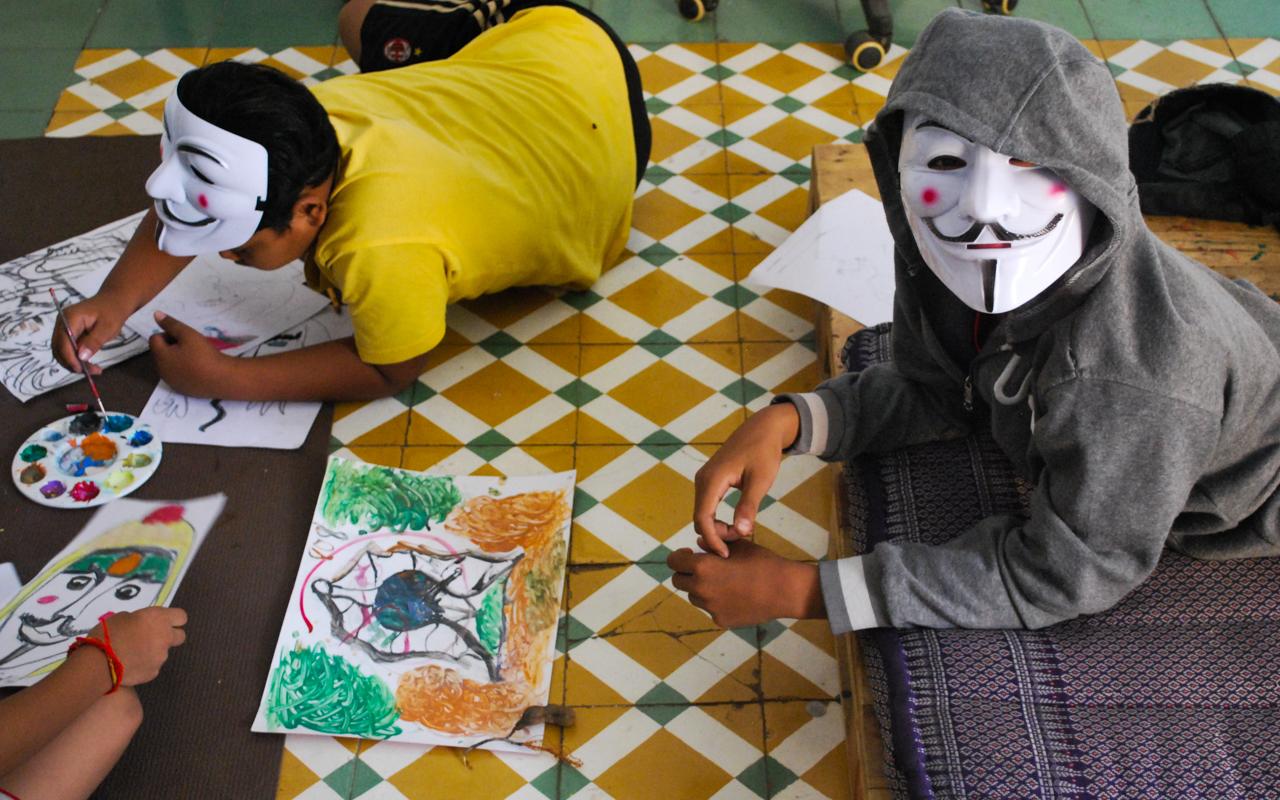 Kids drawing and playing at Sammaki.