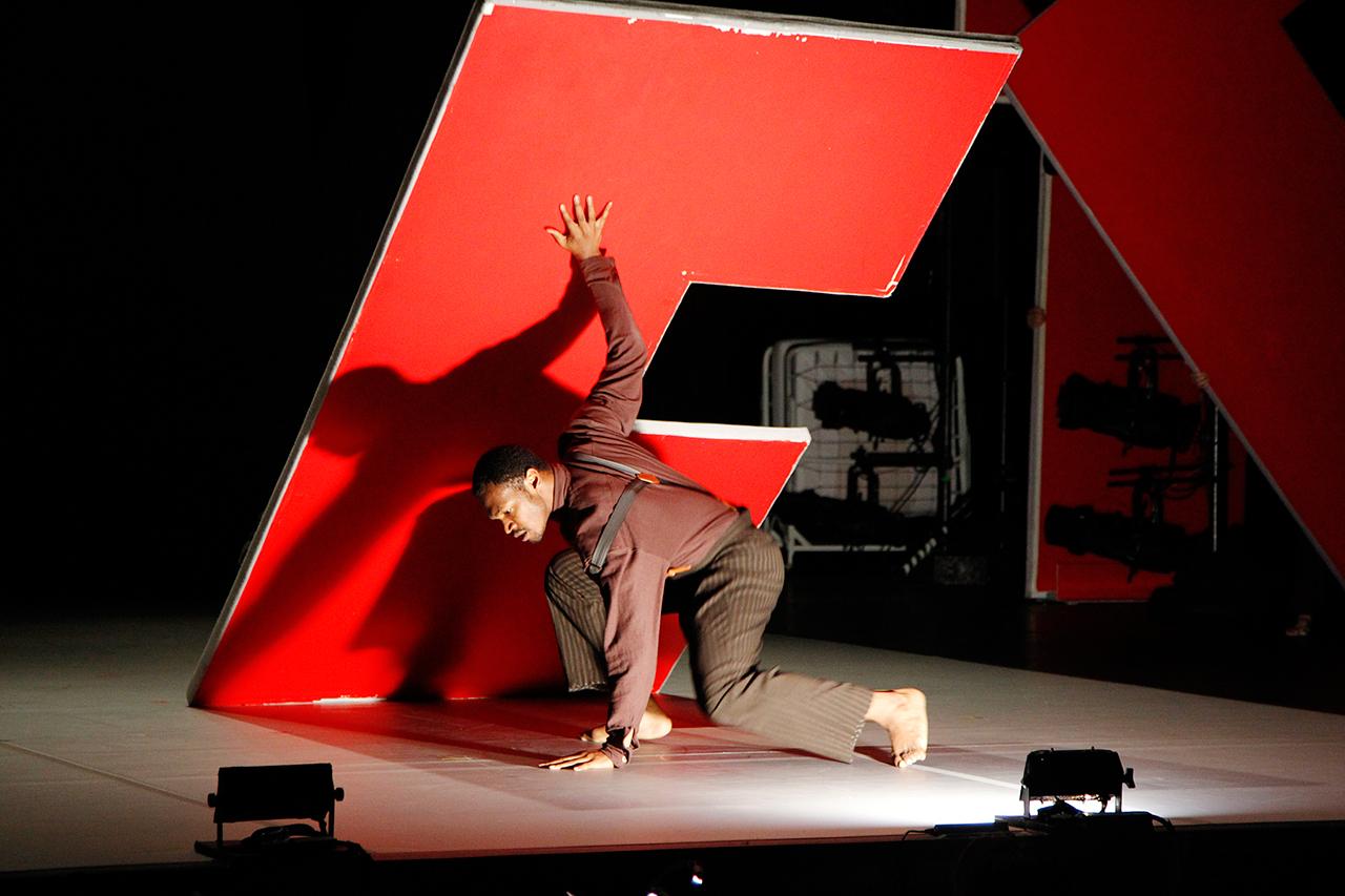 "Bill T. Jones/Arnie Zane Dance Company, ""Analogy/Dora: Tramontane,"" with Antonio Brown (click to enlarge)"