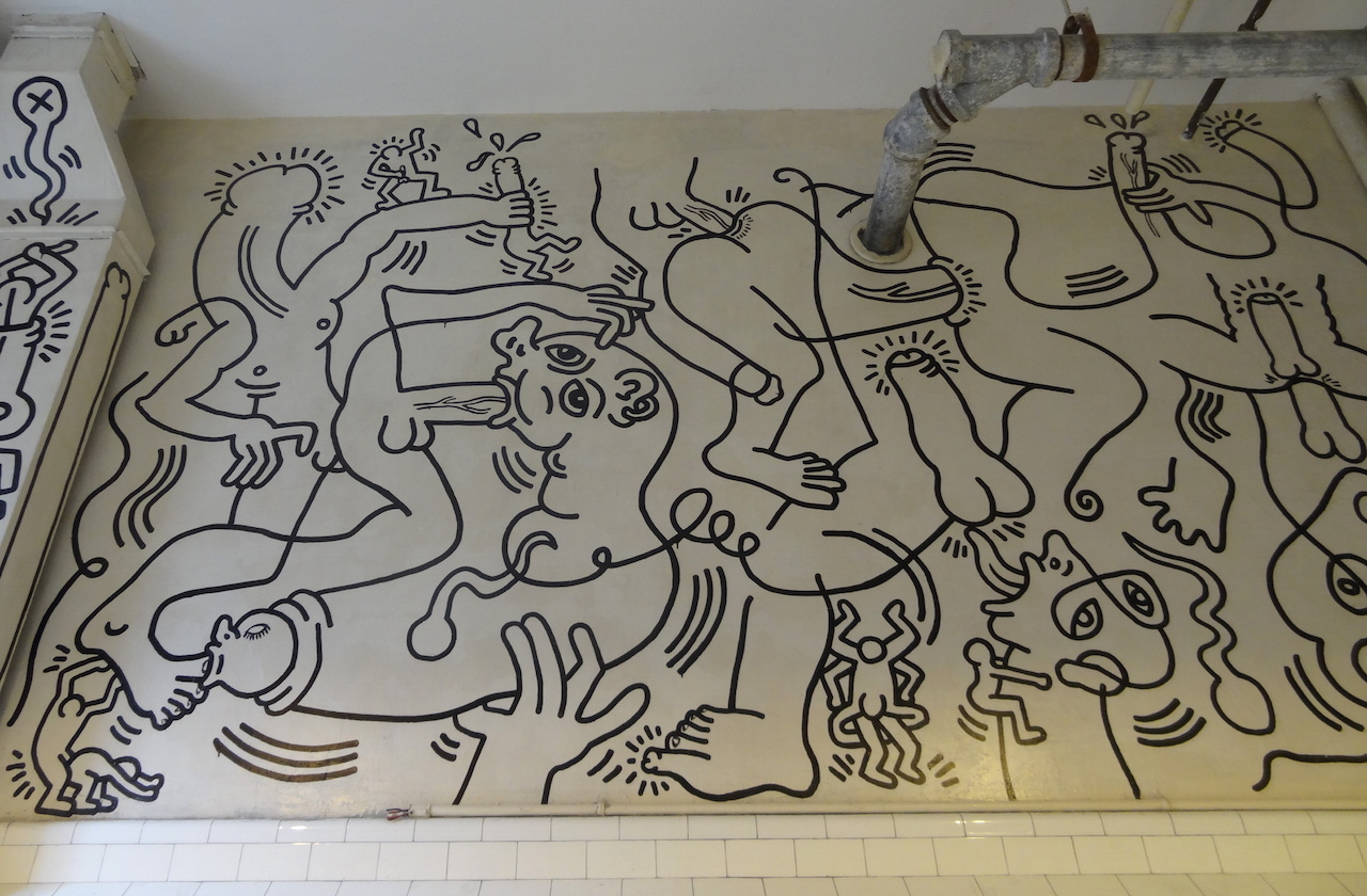 """Detail of Keith Haring's """"Once Upon a Time"""" (1989) at the LGBT Center (photo by Ben Sutton/Hyperallergic) (click to enlarge)"""