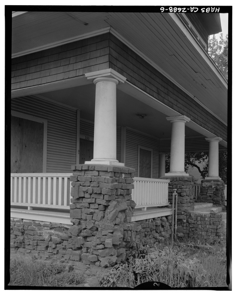 Clinker brick on the porch and foundation of the Ira H. Brooks House in Fresno County, California (after 1933) (via Historic American Buildings Survey)