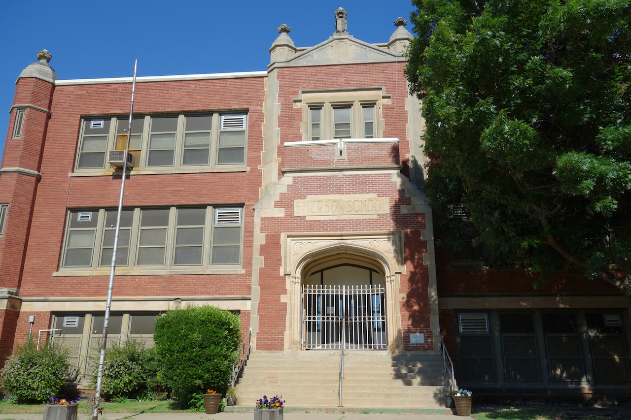 Emerson High School in Oklahoma City (photo by the author for Hyperallergic)