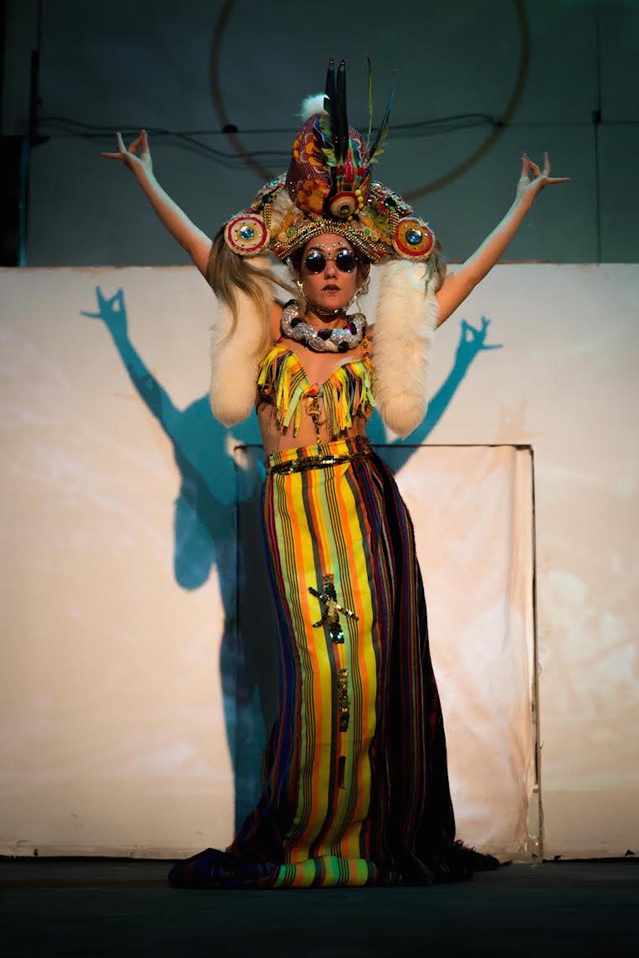 "Pendulum Visual Art ""Untitled Performance"" (2015) (image courtesy of Pendulum Visual Art)"