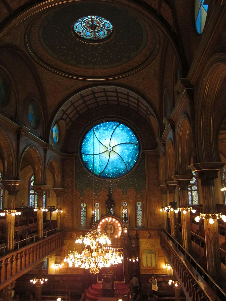 Window by Kiki Smith and Deborah Gans at the Eldridge Street Synagogue (photo by the author for Hyperallergic)