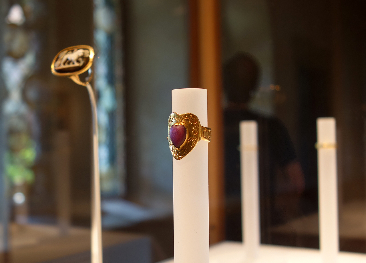 "Gothic love ring, inscribed ""Corte Porta Amor"" (""The Heart Brings Love to You"") (Italian, 14th century), gold, ruby"