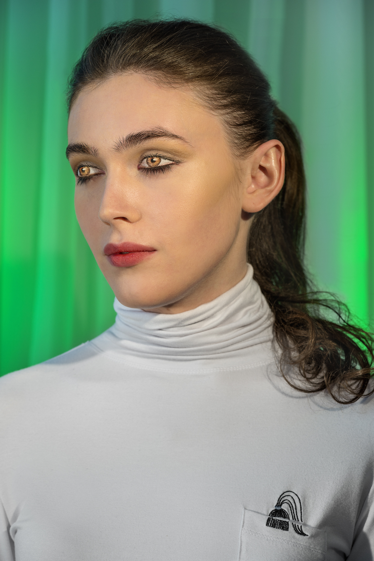 """Laurie Simmons, """"How We See/Edie (Green)"""" (2015), pigment print, 70 x 48 inches (© Laurie Simmons, courtesy the artist and Salon 94)"""