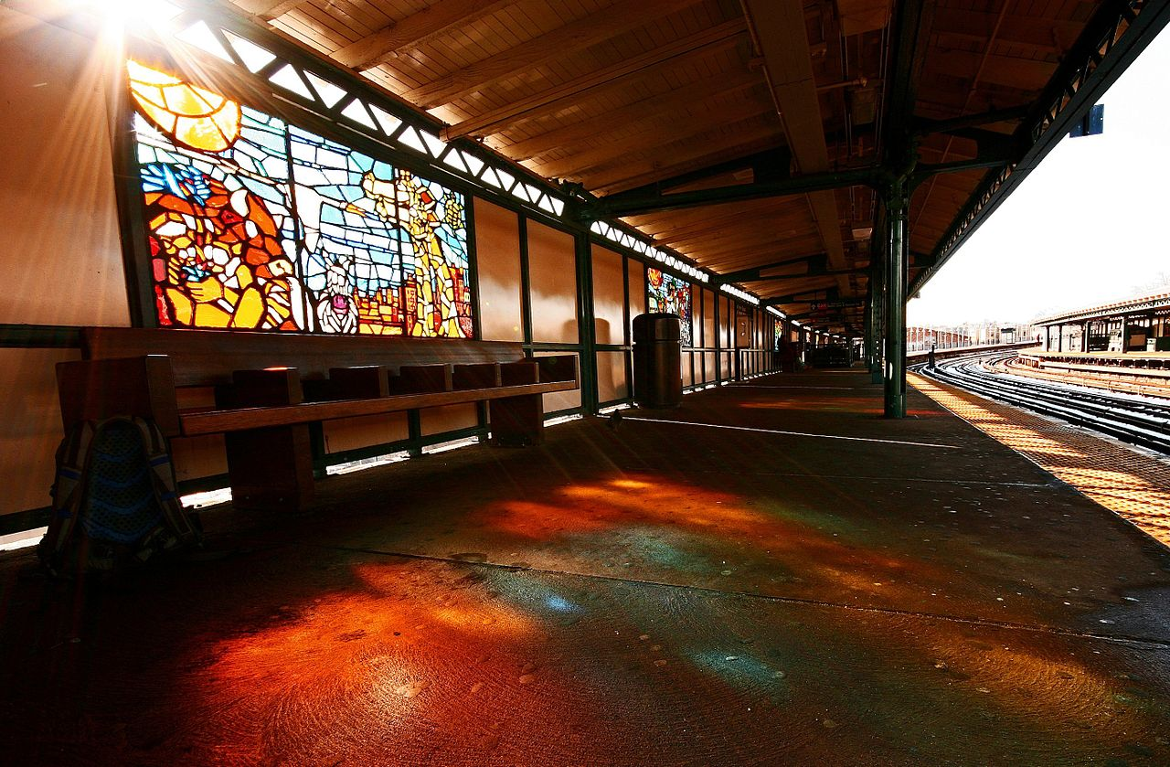 """Naomi Campbell, """"Animal Tracks"""" (2004) in the West Farms Square-East Tremont Avenue station on the 5 line (photo by A. Strakey, via Wikimedia)"""