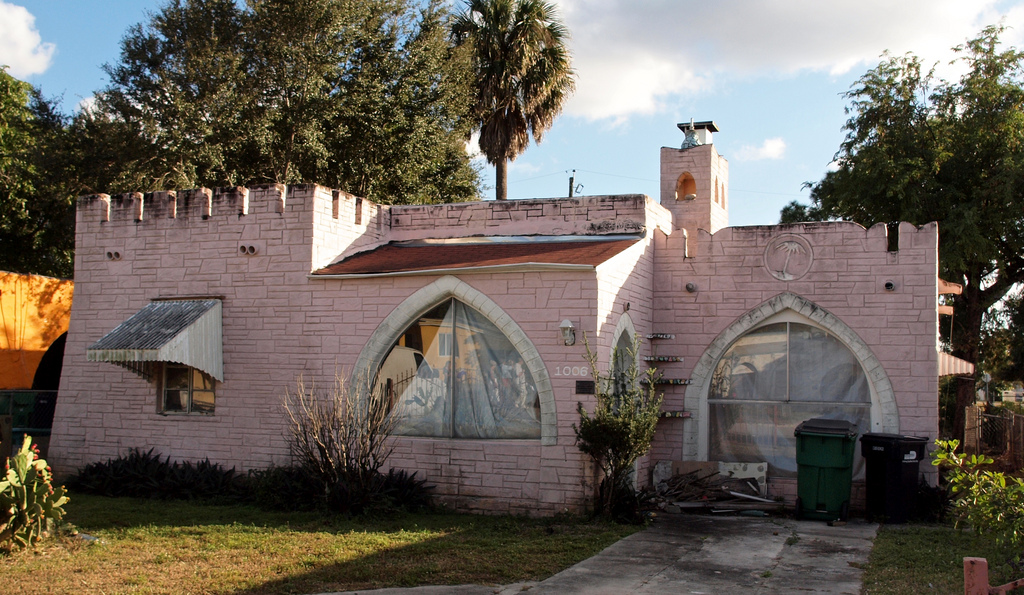 Opa-locka home (photo by Sandra Cohen-Rose and Colin Rose, via Flickr)