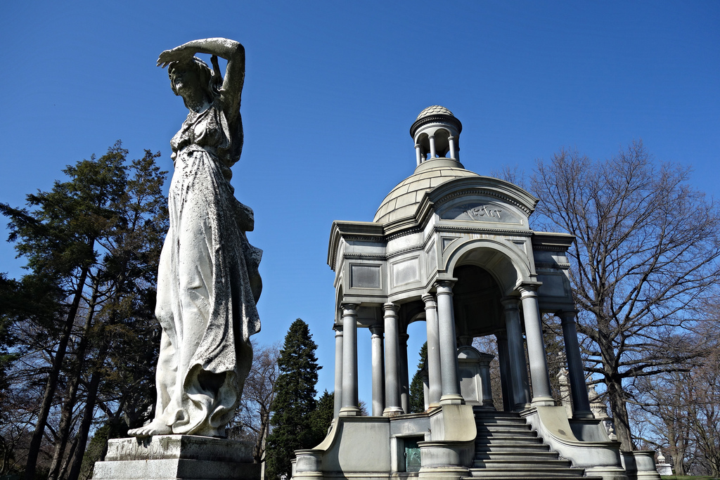 Woodlawn Cemetery, The Bronx (photo by the author for Hyperallergic)