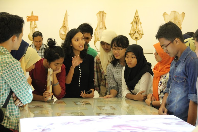 Curatorial assistant Alifa Putri giving a tour to students during the public exhibition program at Salihara (photo: Etienne Turpin). The program is available online at: 125660specimens.org/Program