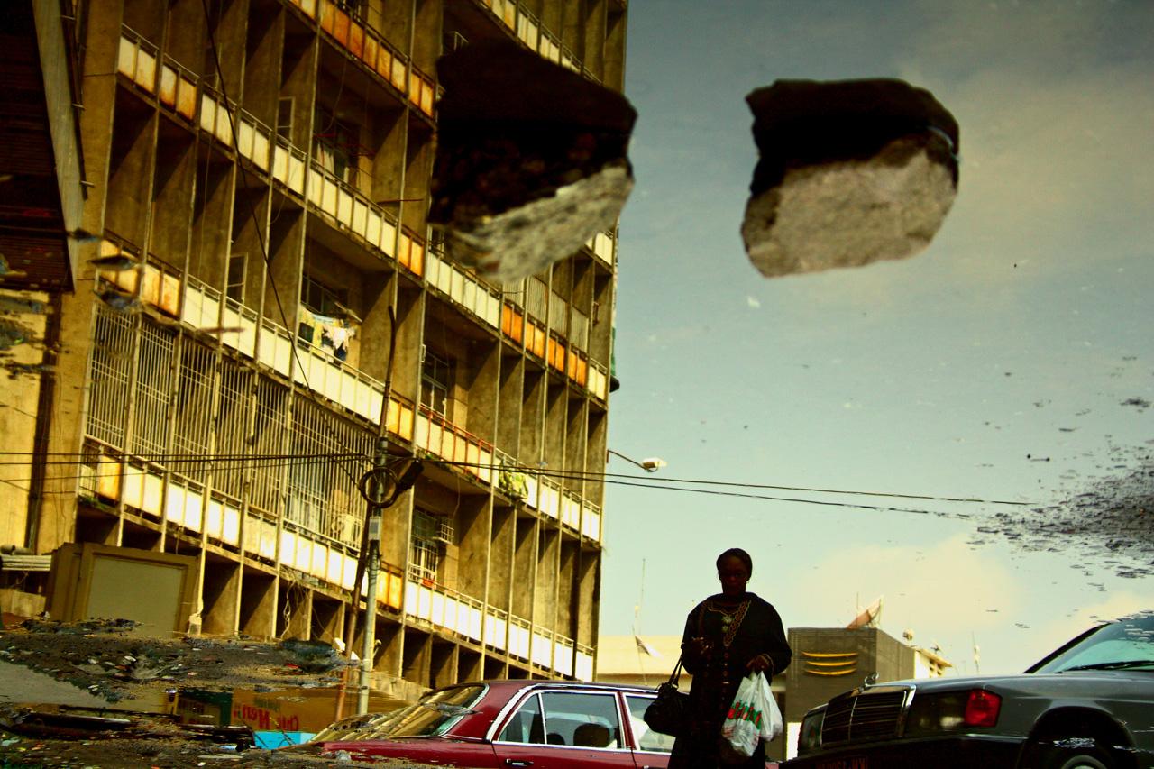 """""""Subir, Un regard"""" (2011), Lightjet Print, 60 x 90 cm (Collection of the artist© Kiripi Katembo / Courtesy Galerie MAGNIN-A, Paris and Fondation Cartier pour l'art contemporain press service)"""