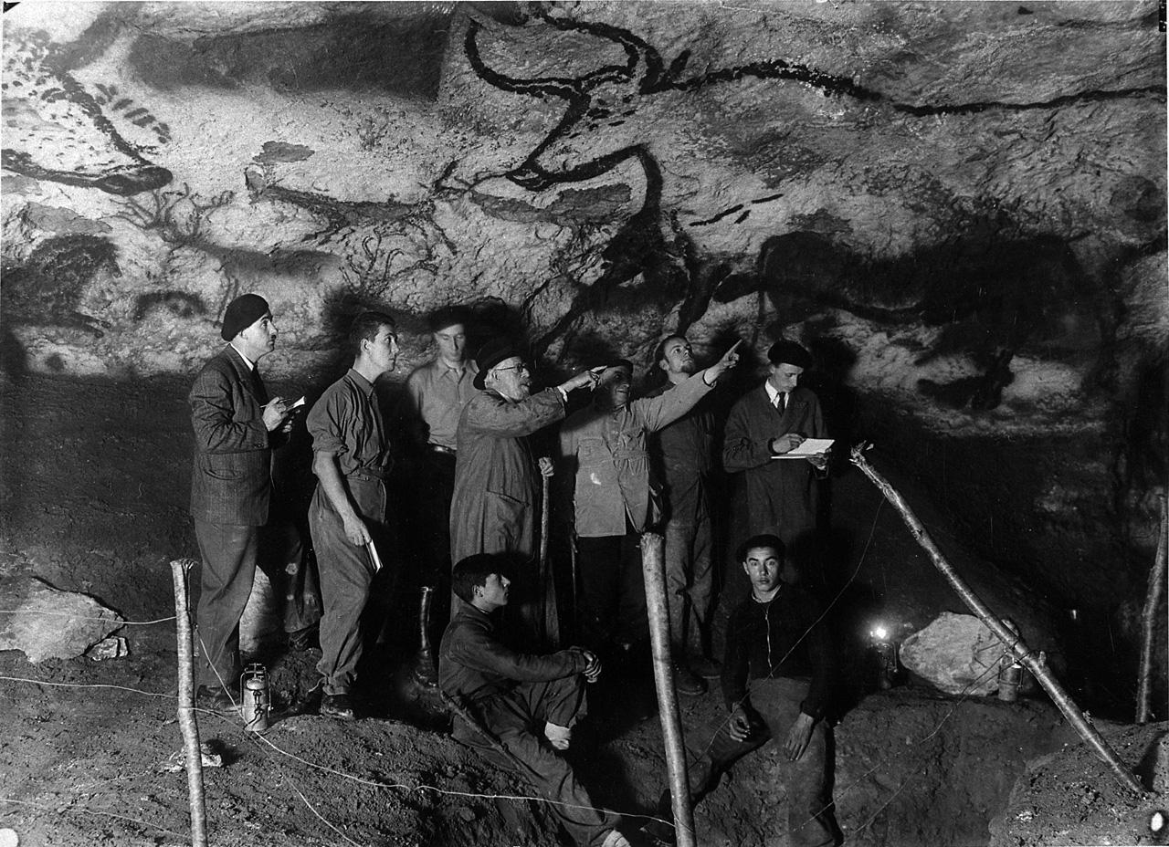 Grotte de Lascaux being inspected in 1940 © CNP-MCC-DRAC