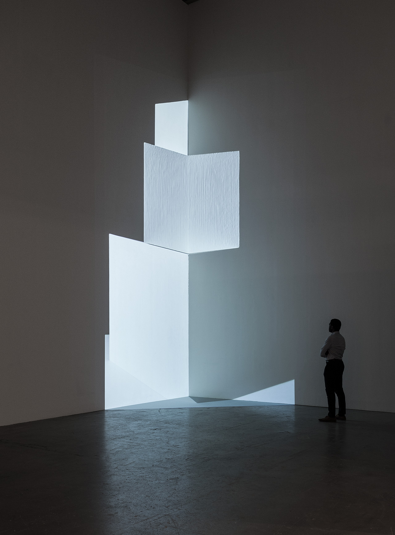 """Installation view of Barbara Kasten, """"Axis"""" (2015), video projection at the Institute of Contemporary Art, University of Pennsylvania (photo by Constance Mensh)"""