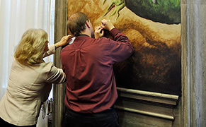 Post image for Politician Stupidly Leans on Thomas Hart Benton Mural to Take Notes