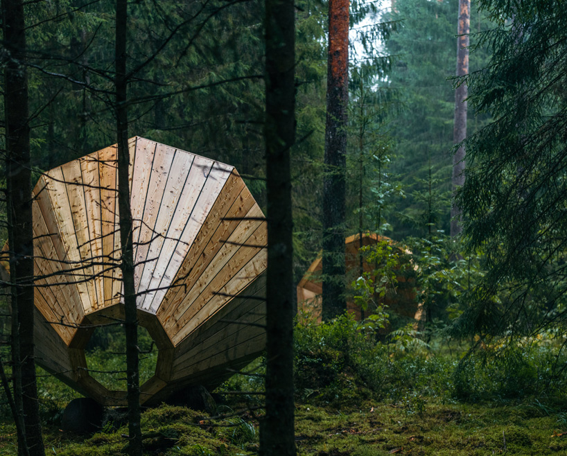 Wooden megaphones built by Estonian Academy of Arts students in the RMK Pähni Nature Centre (photo by Tõnu Tunnel)