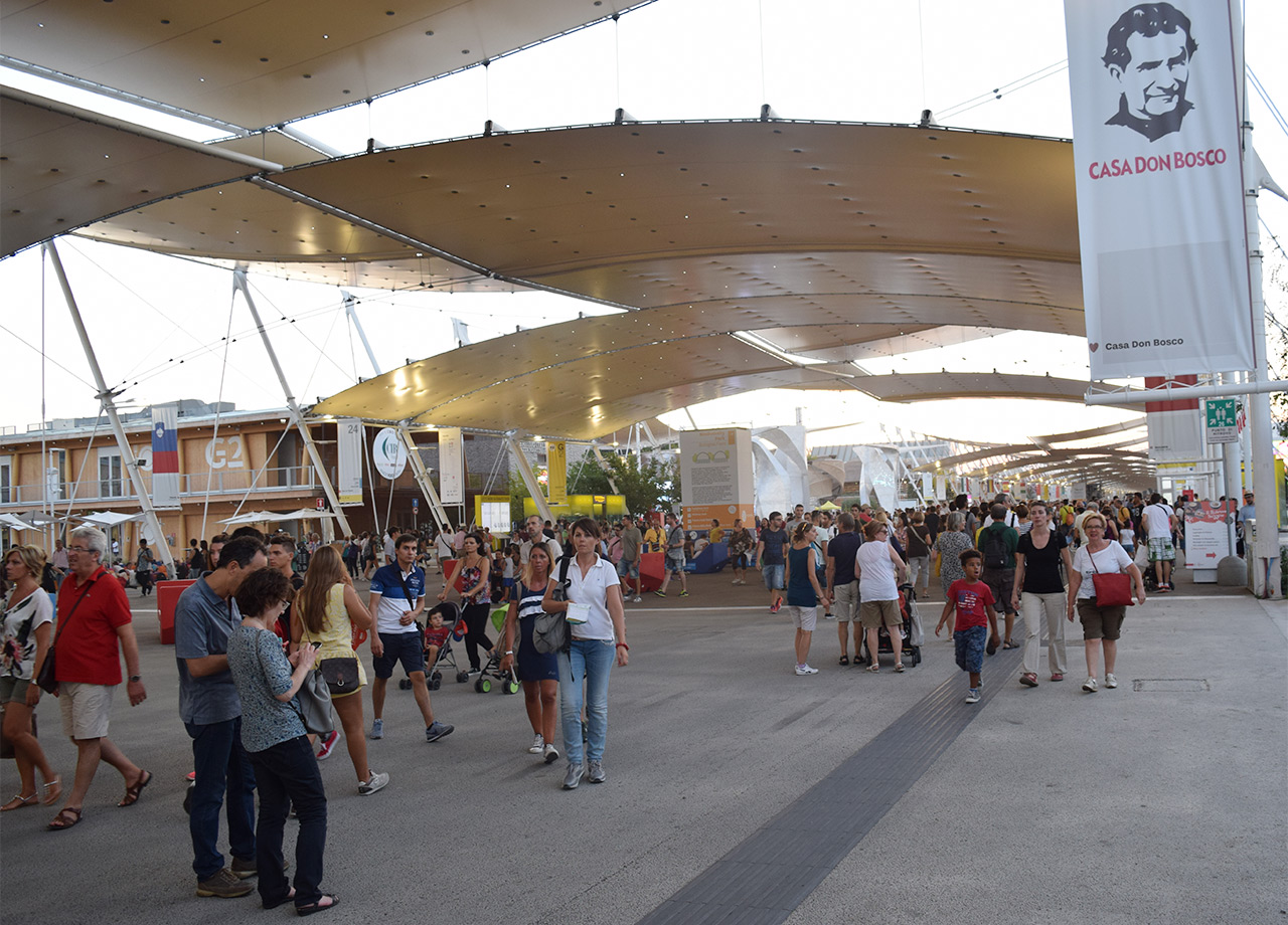 The central thoroughfare at Expo Milano (all photos by the author for Hyperallergic)