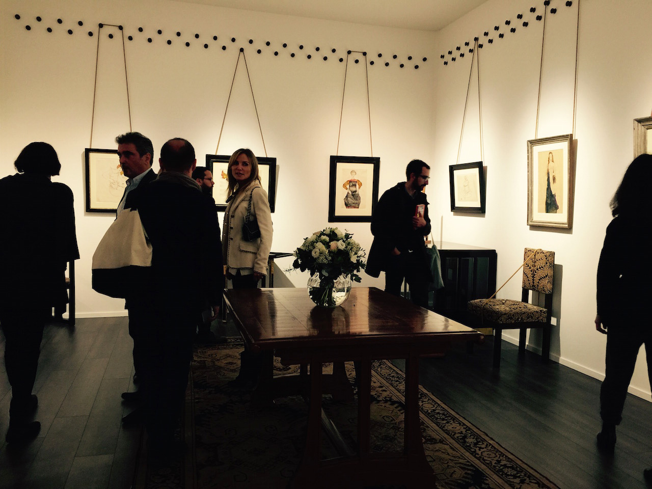Richard Nagg's gorgeous Vienna Secession salon at Frieze Masters, with a brilliant solution for suspending pictures